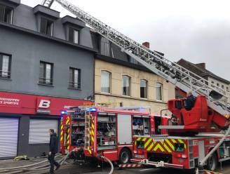 Uitslaande woningbrand in Destelbergen met hevige rookontwikkeling: drie bewoners geëvacueerd, brandweerman lichtgewond