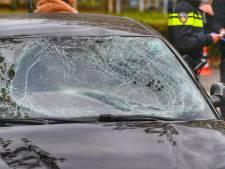 Fietsster met kind achterop gewond bij aanrijding met auto in Waalre