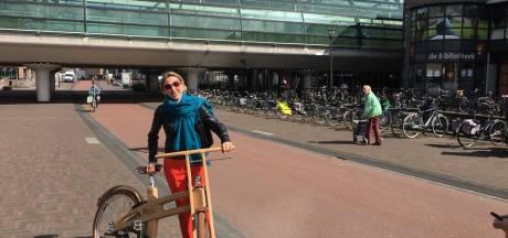 Staatssecretaris Stientje van Veldhoven feliciteert fietsstad Houten