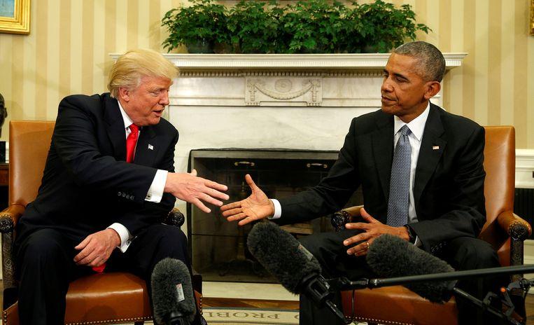 2016, de dan nog zittende president Barack Obama ontmoet zijn opvolger. 'Trump beloofde miljoenen Amerikanen die opgeschrikt waren door een zwarte man in het Witte Huis een toverdrankje voor hun raciale angst.'  Beeld REUTERS
