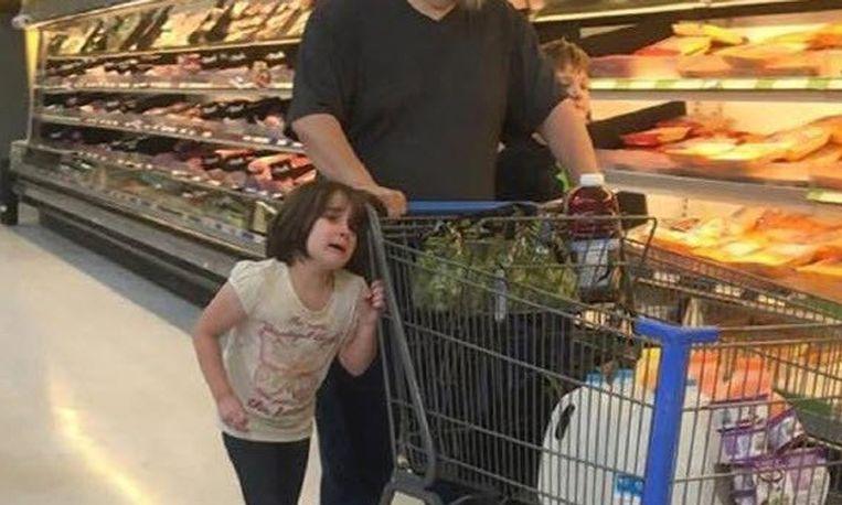 meisje-haren-supermarkt_libelle