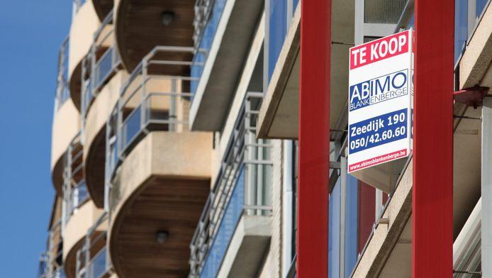 Le prix d'un appartement sur la digue reste 15,7% plus élevé qu'un appartement côtier et s'élève en moyenne à 315.907 euros.