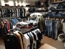 Politie rolt grote nepkledingzaak op: 'Er werd verkocht vanuit de achteringang'