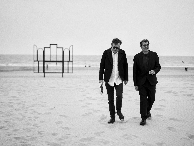 Koen De Bouw en Wim Delvoye voor de film The Man who sold his Skin Beeld Thomas Sweertvaegher