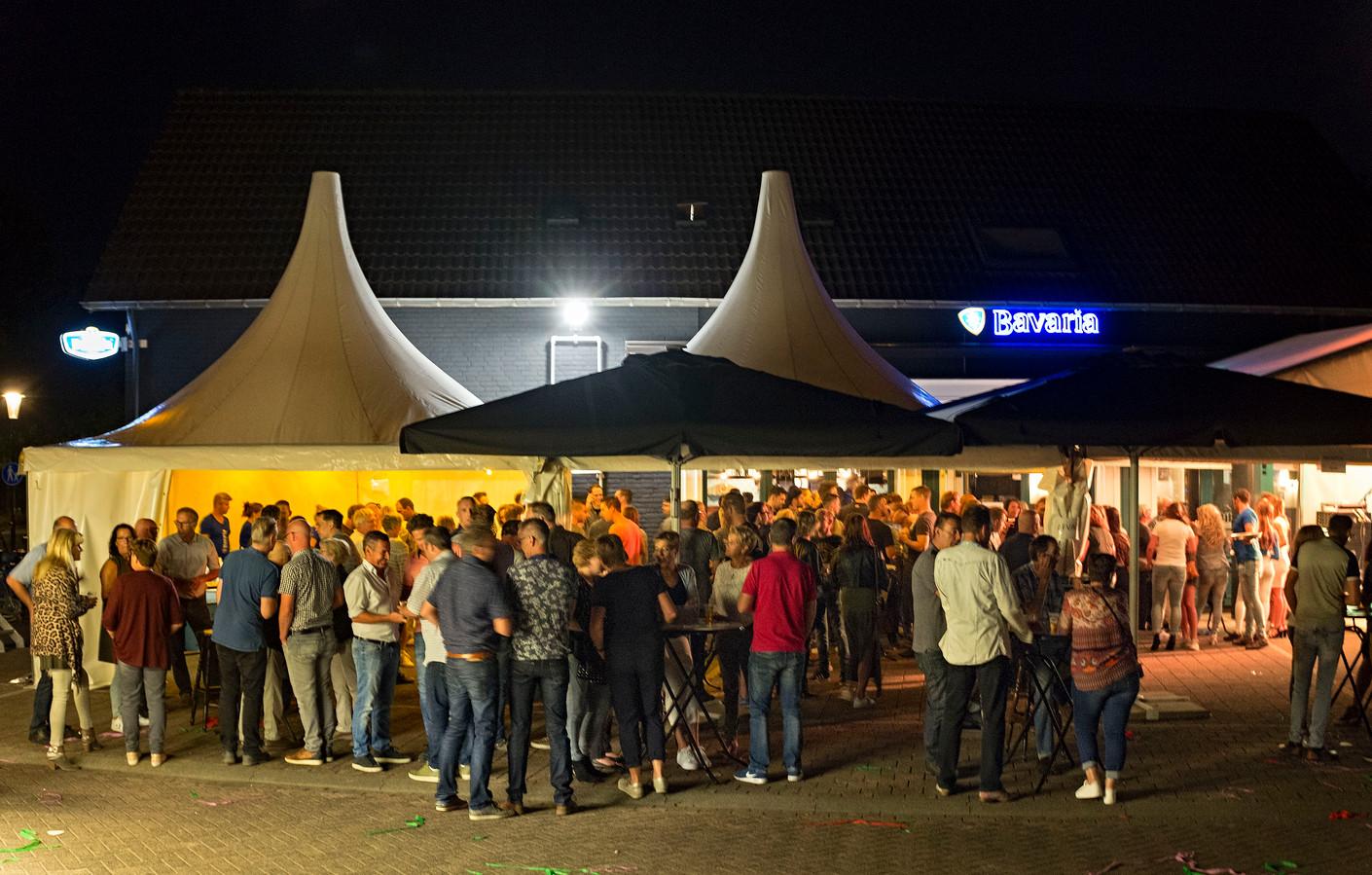 Café Eijsbouts ging tijdens de kermis in Ommel weer open.