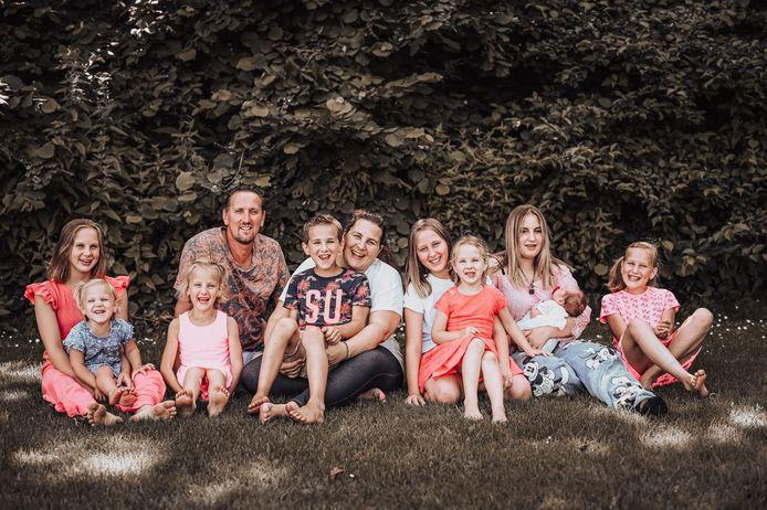 De familie Jelies uit Tollebeek, met negen kinderen, deed mee aan Een Huis Vol.