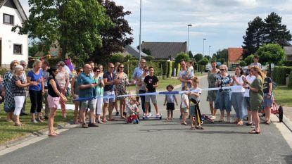 Beekstraat feestelijk geopend als 'speelstraat': kinderen deze zomer baas op straat