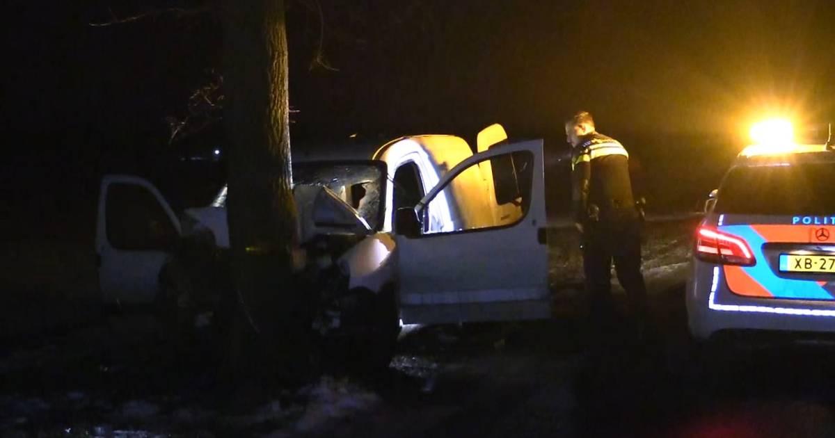 Bestuurder gewond bij zwaar ongeluk in buitengebied Haaksbergen.