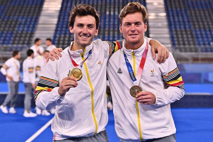 Red Lions Arthur van Doren en Tom Boon met hun gouden medaille.