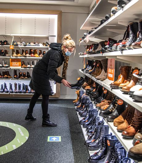 Met Heleens zoektocht naar schoenen start het nieuwe winkelen in Zwolle: 'Heerlijk! Maar wel wat tijdsdruk'