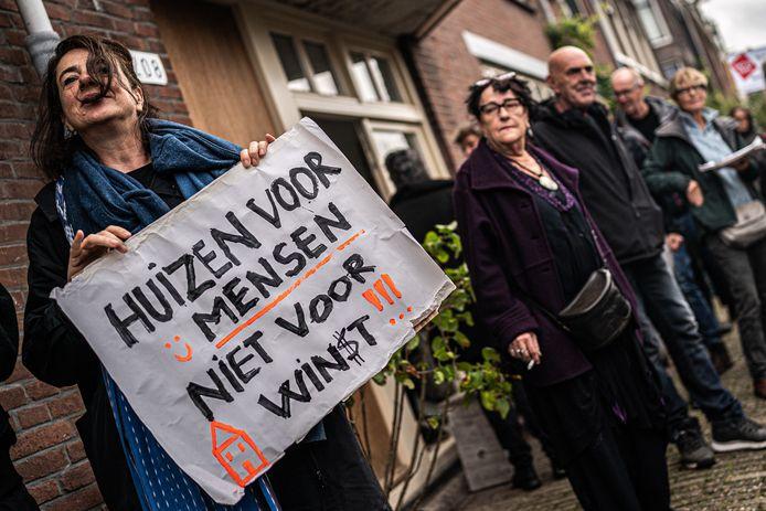De hoge huren zijn demonstranten van het woonprotest in Amsterdam een doorn in het oog.