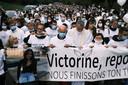 De indrukwekkende witte mars met vooraan de ouders van Victorine.