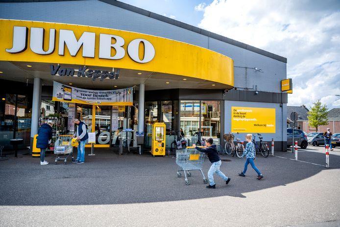 Zevenhuizen heeft momenteel één supermarkt aan de Dorpsstraat.