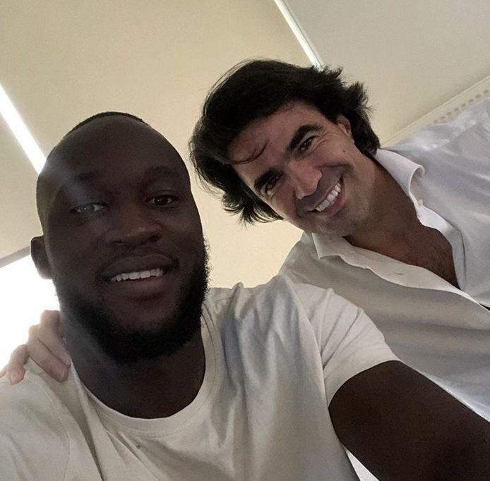 Lukaku met zijn agent.