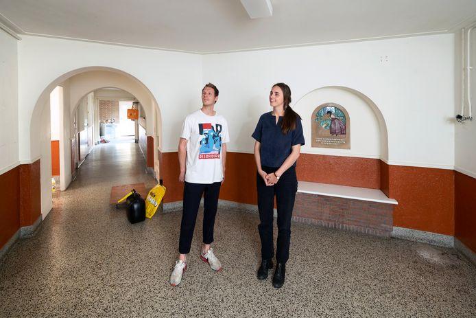 Hubert Everts en Tessa Cramwinckel in de oude Willem Kölling Nutskleuterschool.