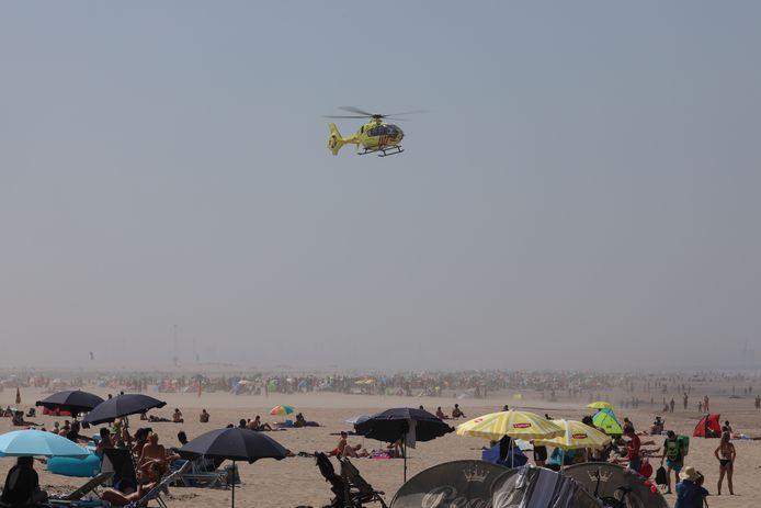 Een helikopter landde op het Zuiderstrand