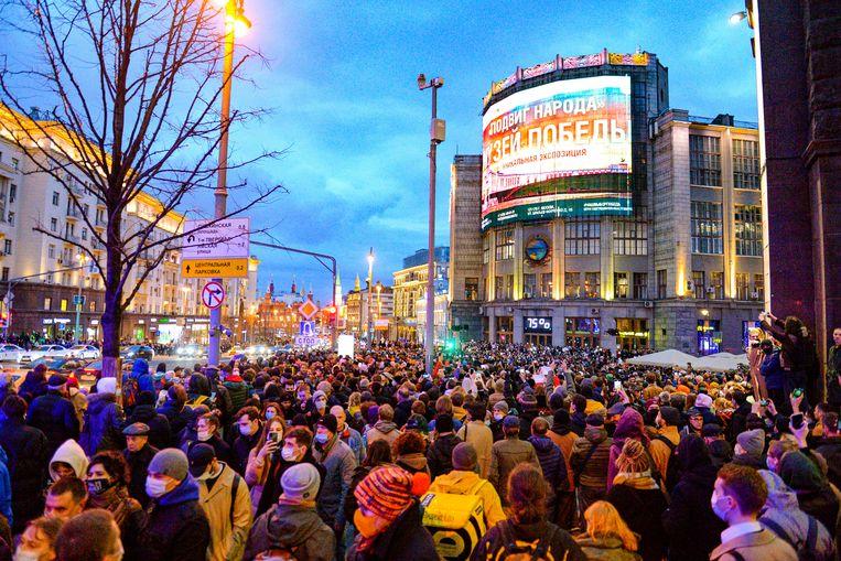 Op woensdag 21 april 2021 demonstreerden duizenden mensen in Moskou voor de vrijlating van Aleksej Navalny en tegen het regime van president Poetin. Beeld AP