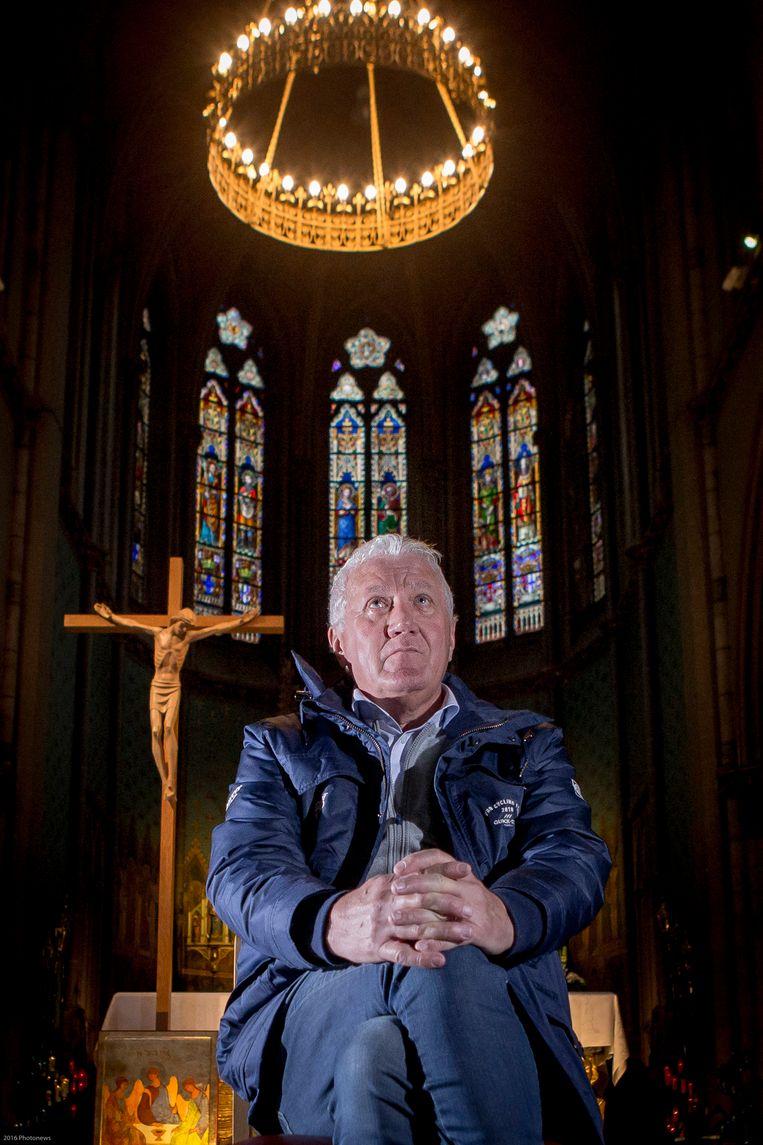 ► Patrick Lefevere in de basiliek van Dadizele. Daar kwam hij als schoolkind elk jaar op bedevaart. Beeld Jan De Meuleneir- Photo News