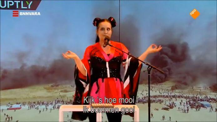 Martine Sandifort parodieerde  Songfestivalwinnaares Netta in Sanne Wallis de Show.