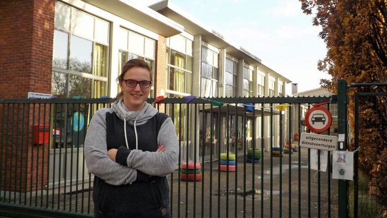 Stephanie De Smedt aan basisschool Het Klaverbos, waar de benefiet plaatsvindt.