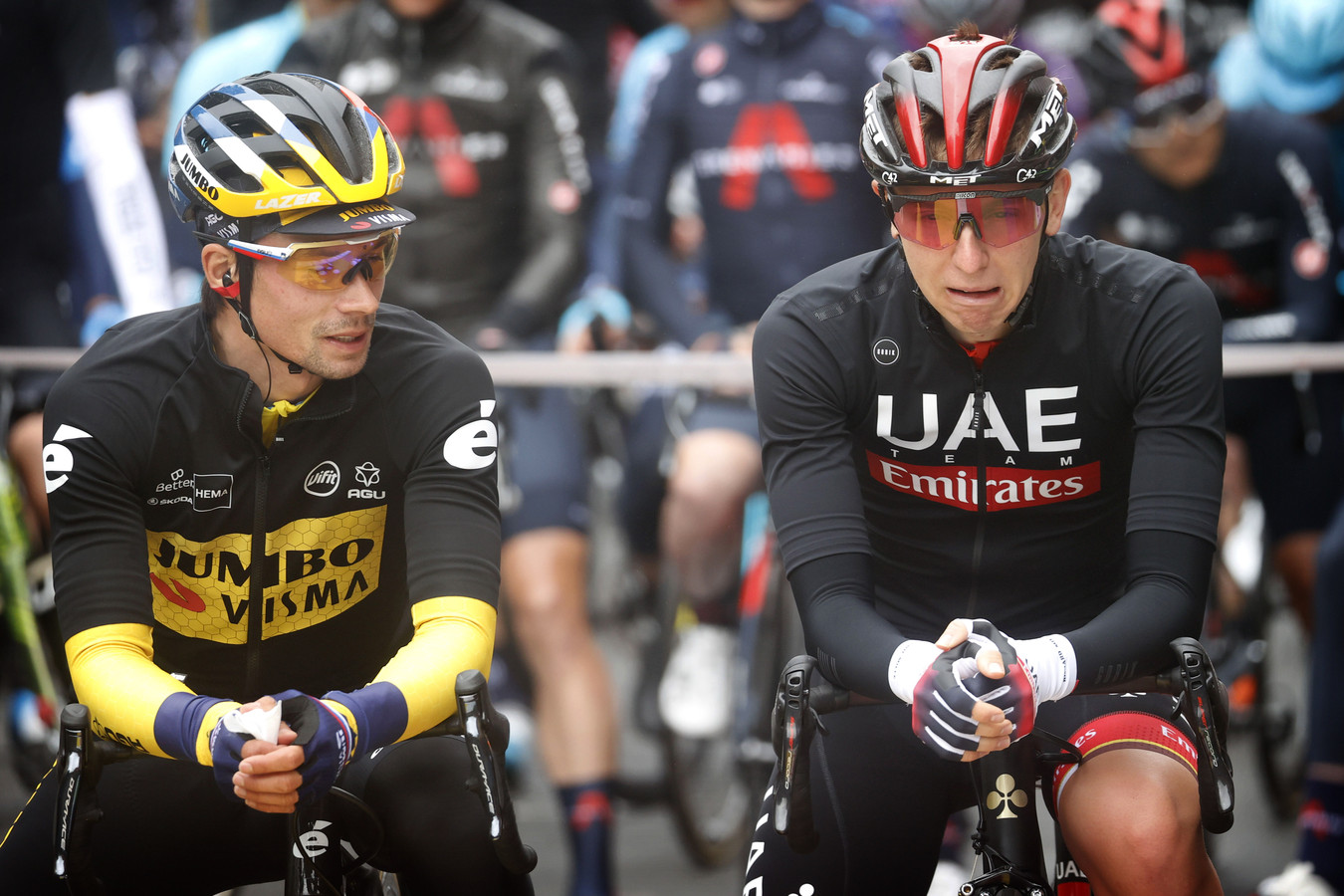 Primoz Roglic en Tadej Pogacar voor de etappe van vandaag.
