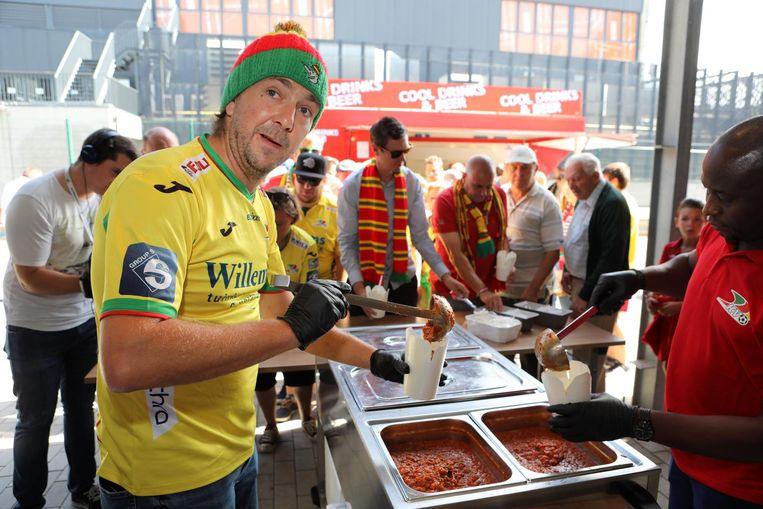 Sebastien Dewaele serveerde gisteren voor de thuismatch tegen Racing Genk de beloofde spaghetti aan de KVO-fans.