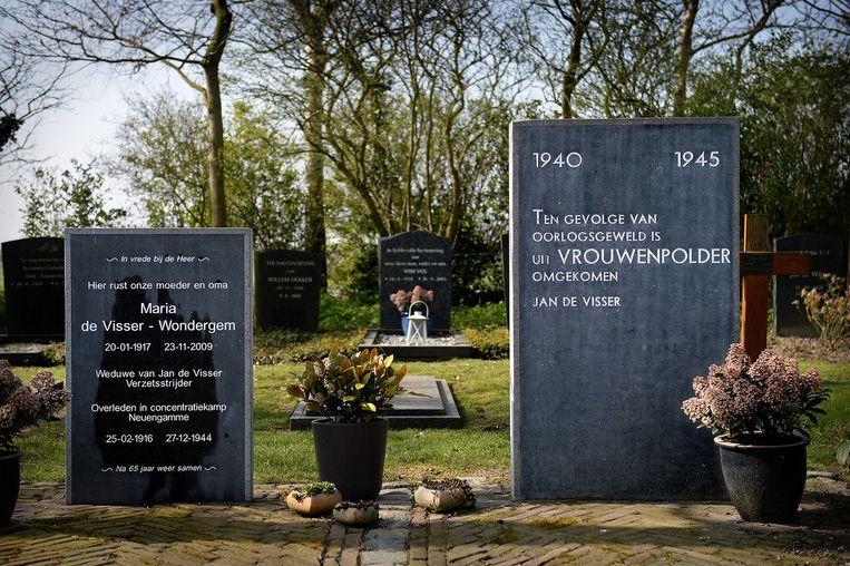 Gedenkstenen in Vrouwenpolder. Beeld Marcel van den Bergh / de Volkskrant
