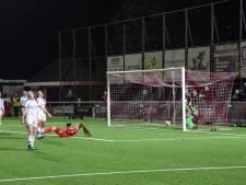 Joëlle Smits schiet FC Twente Vrouwen naar kampioenspoule