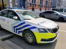 Jongeren met drugs en kapmes in broek gearresteerd