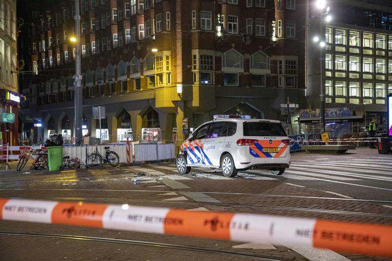 De geramde politieauto op het Muntplein. Beeld ANP