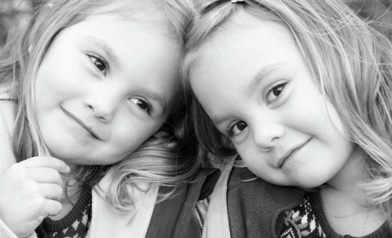 Tweelingzussen zien elkaar na 26 jaar weer terug