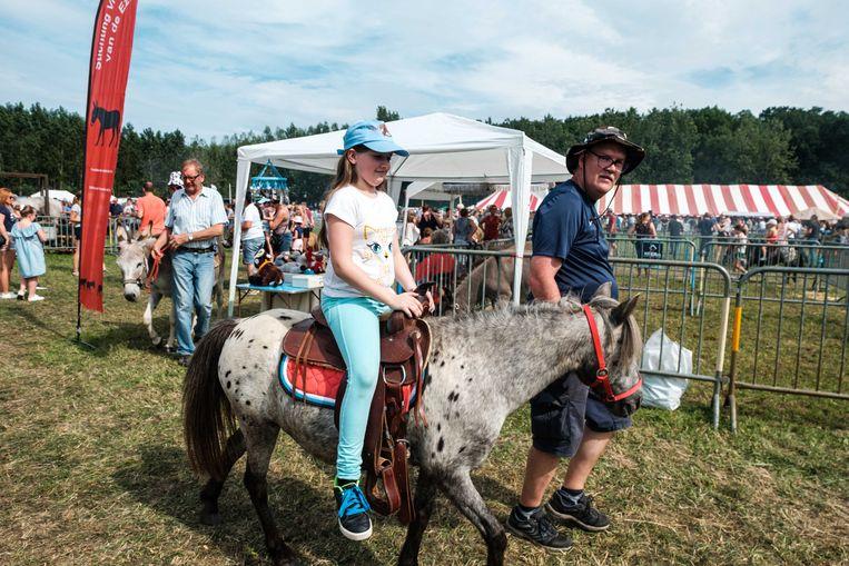 Kinderen konden een ritje maken op een paard.
