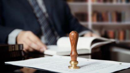 Voormalig notaris en 19 medebeklaagden staan terecht voor verduistering van minstens 3 miljoen euro