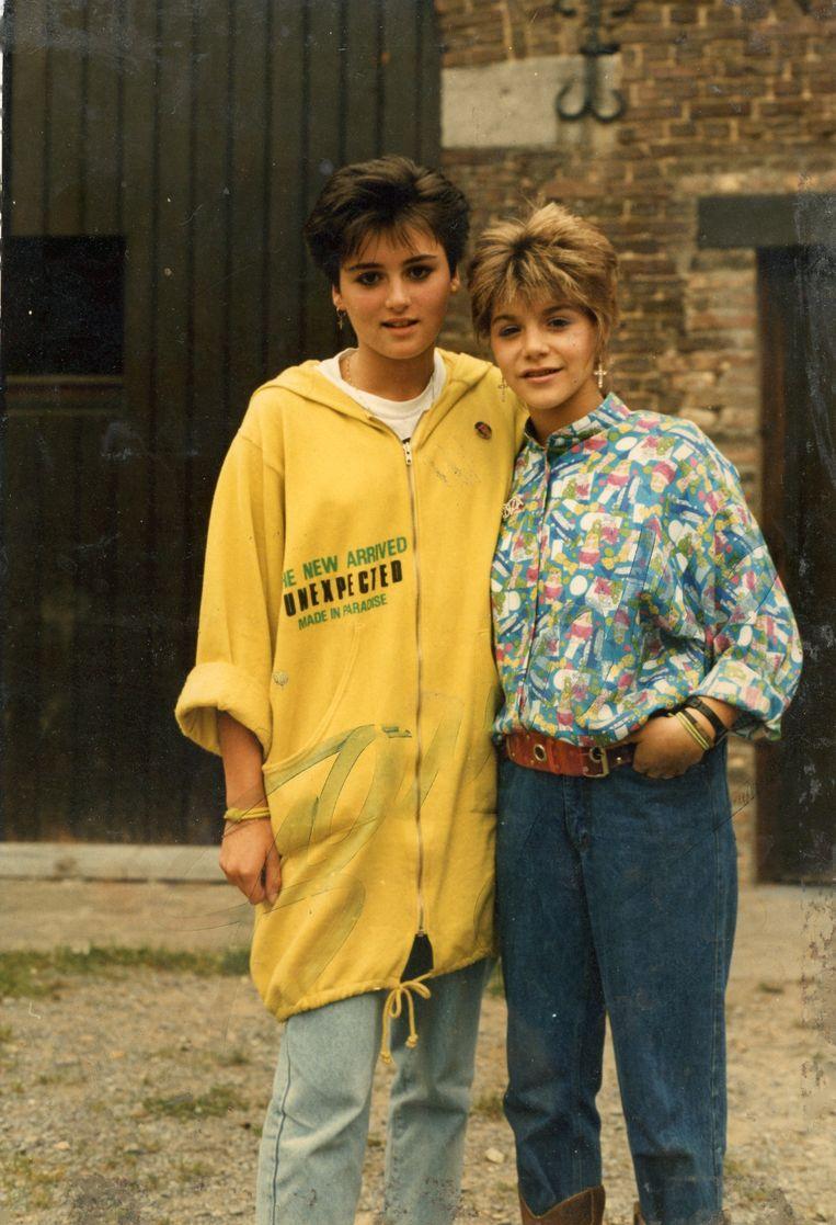 Yasmine naast haar idool Sandra Kim, die ze zelfs imiteerde in 'J'aime la vie'-outfit (foto onder).