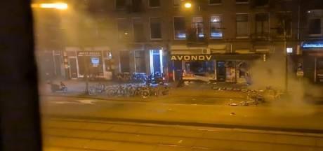 Ooggetuige filmt plofkraak bij avondwinkel in Amsterdam