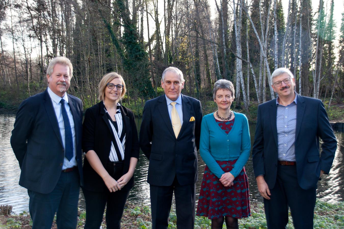 Gilbert Verstraelen (sp.a), Wendy Simons (N-VA), Luc Bungeneers (N-VA), Sonja De Meyer (CD&V) en Patrick Van den Bempt (N-VA).