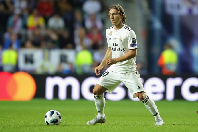 Luka Modric in actie voor Real Madrid, waarmee hij de afgelopen vier seizoenen drie keer de Champions League won. Deze zomer werd hij met Kroatië tweede op het WK.