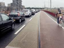 Auto rijdt door na aanrijding op Zuiderzeeweg