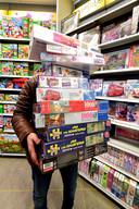 Speelgoedzaken als Intertoys en webwinkels als Puzzelplaza verkopen momenteel meer puzzels dan in de feestmaand december.