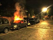 Geparkeerde auto uitgebrand aan Groenteweg