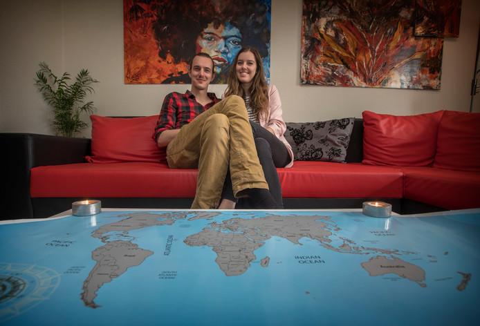 Mark Rommers en zijn vriendin Hilde Borgmans zamelen geld in voor een reis om de wereld