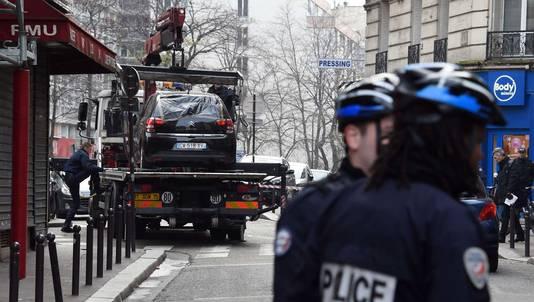 De vluchtauto van de daders werd leeg teruggevonden in het negentiende arrondissement van Parijs. Hij werd door de politie getakeld.