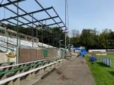 Bouw nieuw dak boven Wageningse hoofdtribune begonnen