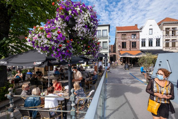 Terrassen op de Vismarkt in Mechelen (archiefbeeld)