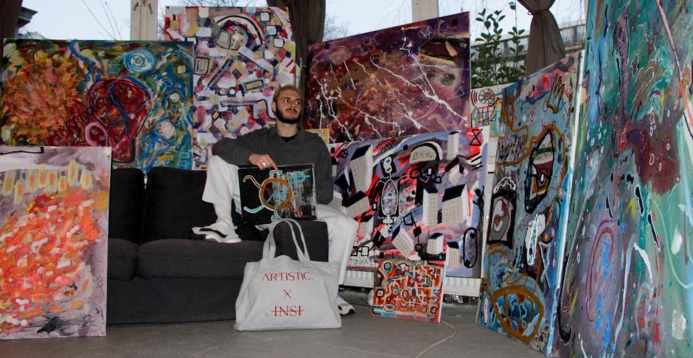 Yonah de Beer, de kunstenaar voor de nieuwe collectie van Artistic., in zijn atelier. Beeld Renée Spees