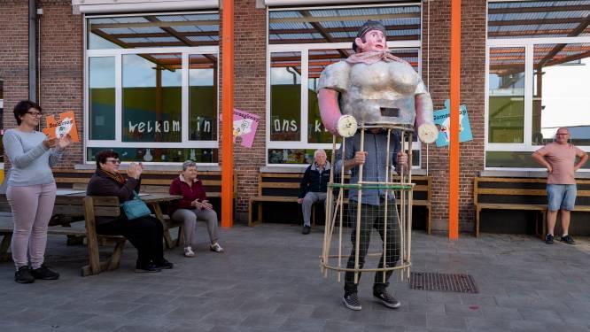 """Miss paling uit Appels krijgt na 60 jaar afwezigheid nieuw leven dankzij Rosse Buurten: """"Reuzin volledig opnieuw gemaakt"""""""