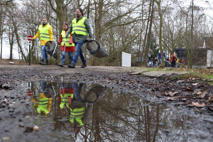 De opruimclub van Laarbeek was afgelopen zaterdag in Beek en Donk aan de slag.