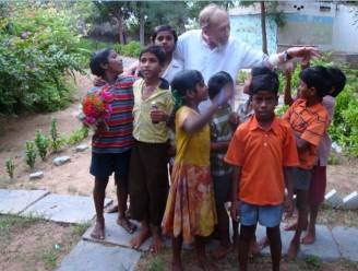 """Vrijwilligers zetten werk van pater Windey, 'de Buggenhoutse Ghandi', verder: """"We bouwden al meer dan 500 dorpen in India"""""""