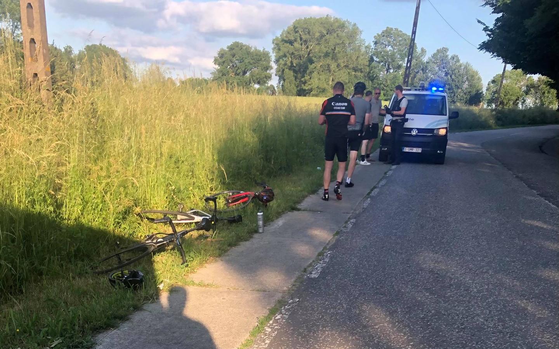 Twee wielertoeristen raakten gewond.