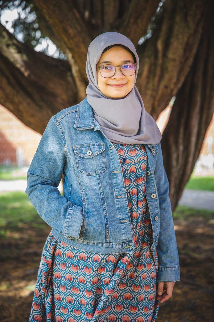 Kania Adisiwi uit Indonesië woont met haar man en twee kinderen in Gent. Normaal gezien keert ze eind juli terug naar hun thuisland, maar ze weet niet of ze een betaalbare vlucht zal vinden.